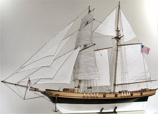 Baltimore Clipper - full sail